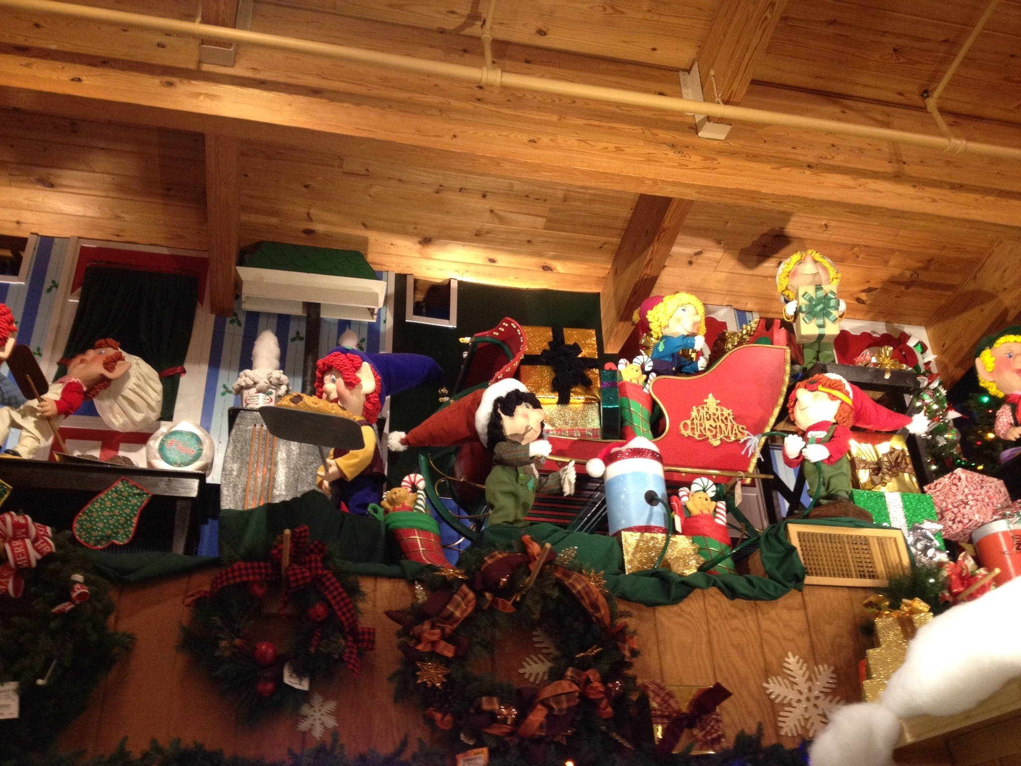 The World's Largest Christmas Store: Bronner's CHRISTmas Wonderland «